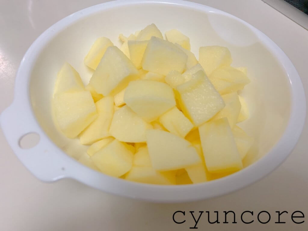 簡単アップルパイの作り方①リンゴをカットする