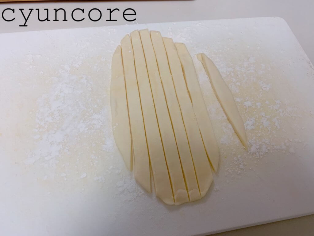 簡単アップルパイの作り方⑤リンゴを入れて模様を作る-2