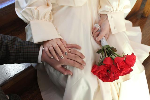 結婚にまつわるジンクス④戌の日に結婚すると出戻ることになる