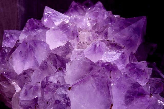 第7チャクラの色は「紫色」!紫色の象徴的意味とそのパワーについて