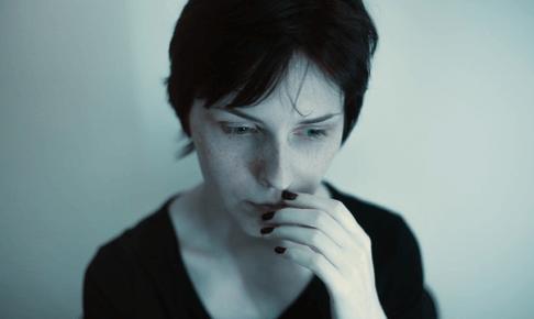 女性ホルモンの効果・働きとは?更年期による女性ホルモンの乱れに効果的なアロマテラピー