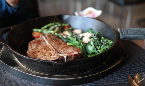サーロインステーキのカロリーは?ステーキの部位別カロリーとダイエット中の食べ方