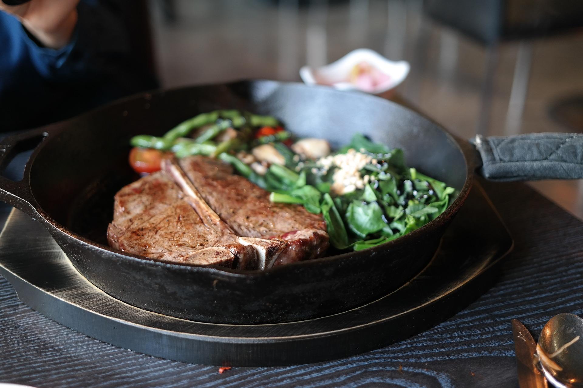 サーロインステーキはダイエット中に食べていい?ステーキの部位別カロリー