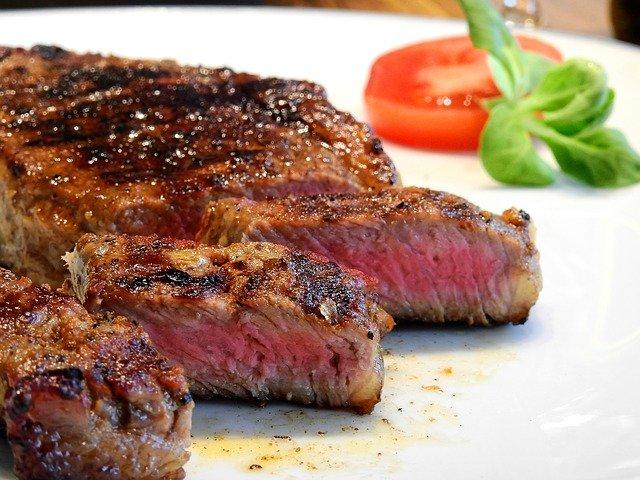 サーロインステーキのカロリーはどれくらい?