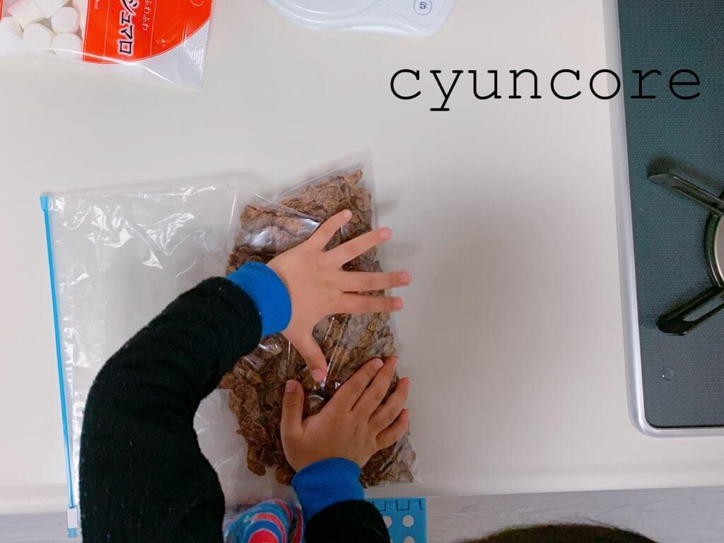 チョコクランチの作り方①コーンフレークの下準備!-2