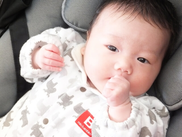 指しゃぶりは大脳の発達に関係する?気になる歯並びは?指しゃぶりはいつまでOKなのか