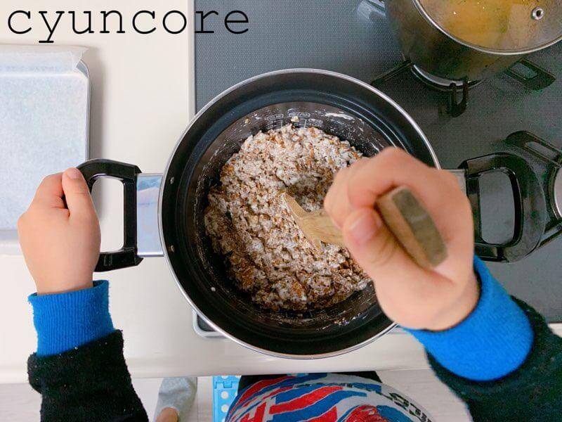 チョコクランチの作り方③コーンフレークと混ぜ合わせる-3