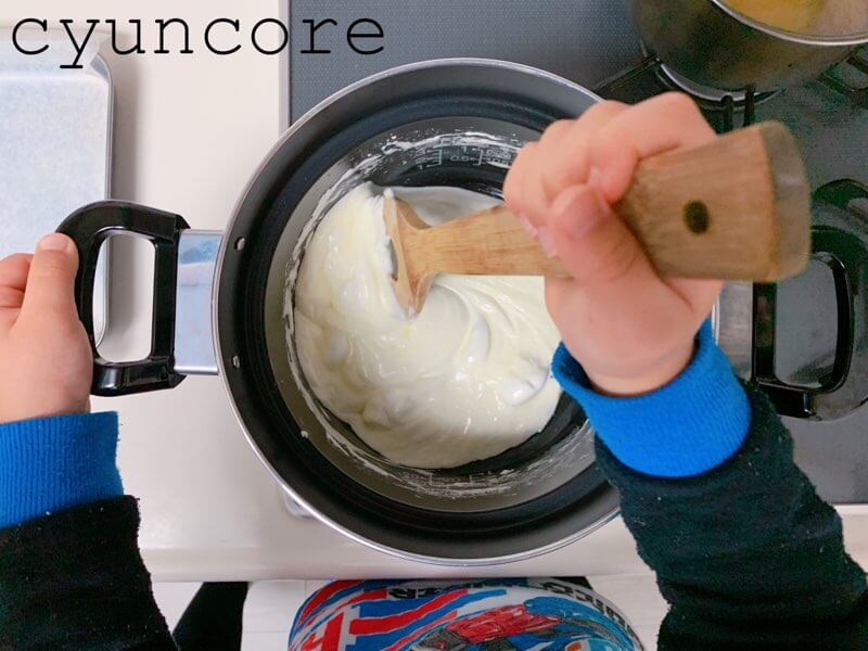チョコクランチの作り方③コーンフレークと混ぜ合わせる