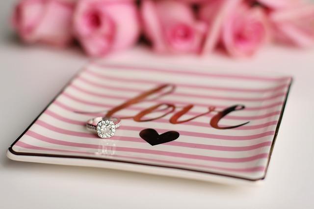 結婚できるおまじない⑤カーテンは波型やストライプを選ぶ