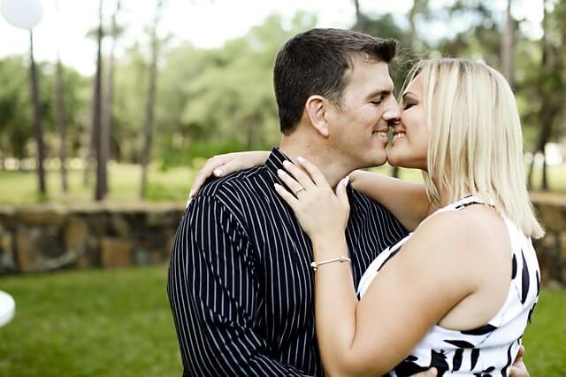 ラブラブ夫婦の秘訣とスキンシップの頻度の関係は?スキンシップの効果