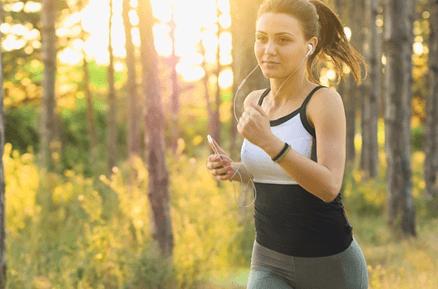 【引き寄せの法則】心と体のエネルギーを高めるには?運動と腹式呼吸で幸せ体質になる!