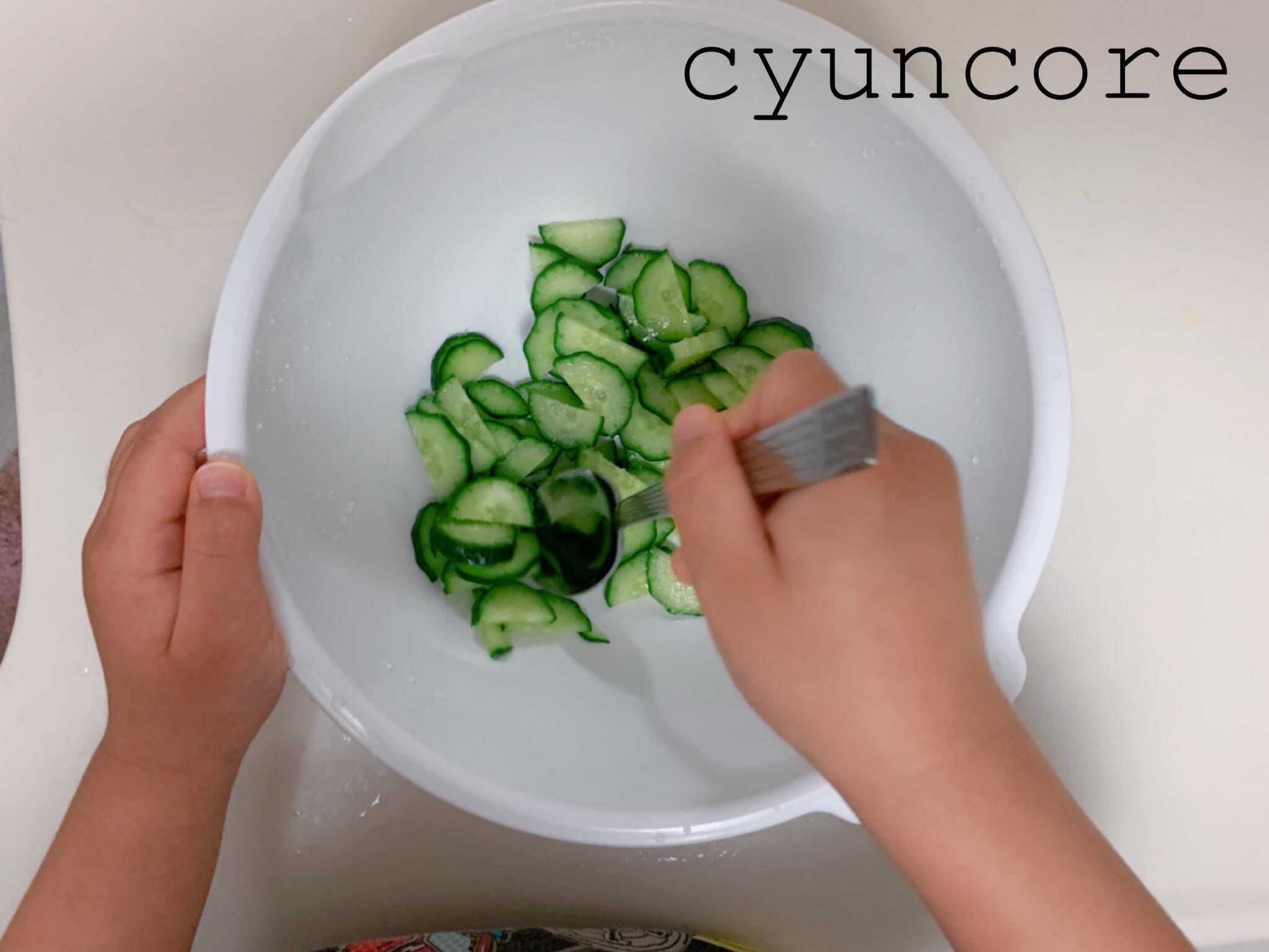 キッズ包丁レシピ②ゆで卵ときゅうりのサラダ-2