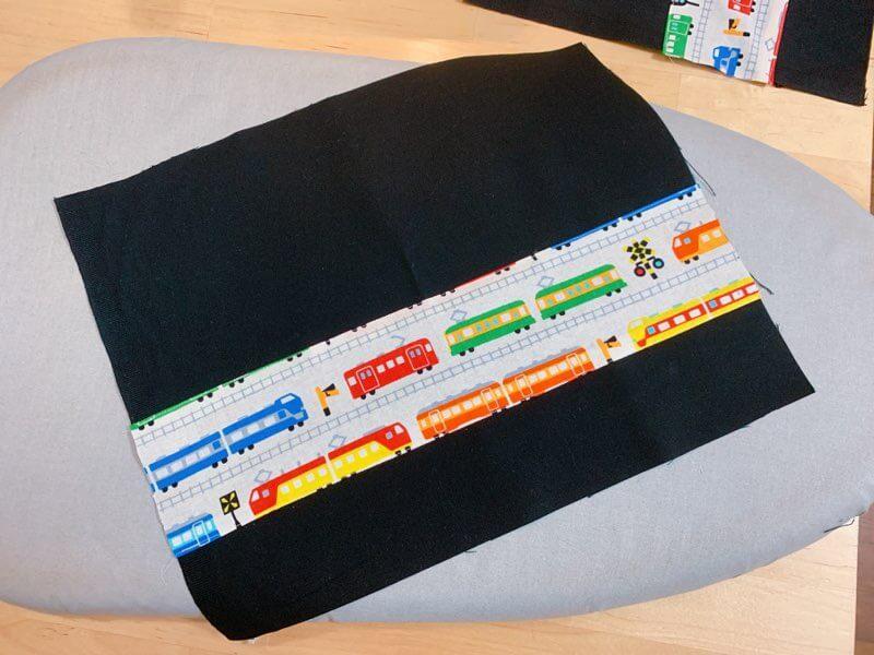 給食ナフキンの作り方②柄布を縫い付ける-2