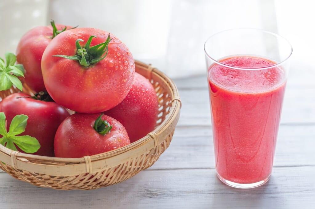トマトジュースは栄養満点!リコピン摂取にはトマトとトマトジュース、どっちがいいの?