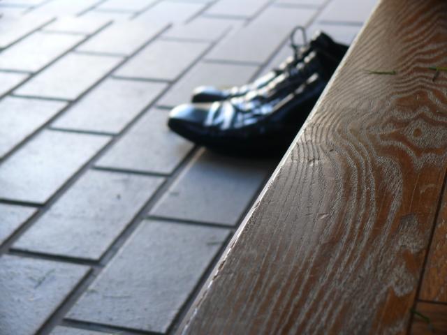 彼氏の実家に行くときの心得4.玄関で必ず靴をそろえる