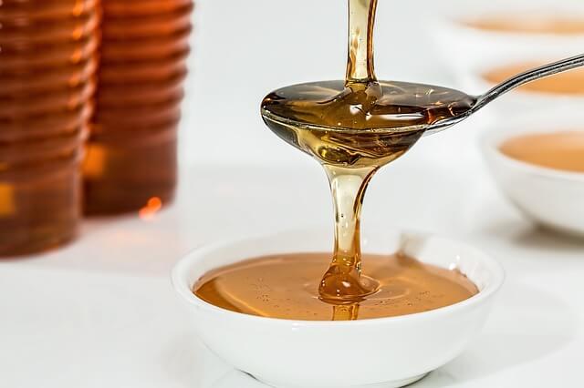 黒砂糖・上白糖・グラニュー糖・はちみつを比較!カロリーや糖質は?