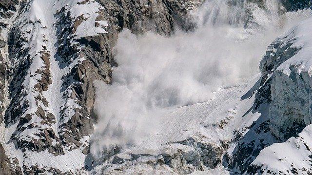 雪崩に吹雪……怖い雪の夢!夢占いでの意味は?