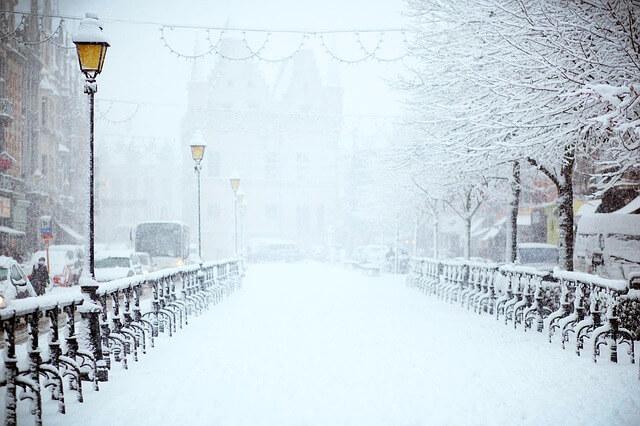 シチュエーション別・雪が降る夢の夢占い!