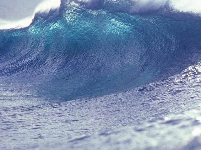 津波の夢は宝くじが当たるって本当?夢占いではどんな意味?