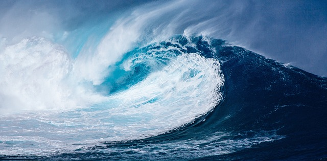 「津波の夢は宝くじが当たる」は本当?シチュエーション別・津波の夢のスピリチュアルな意味