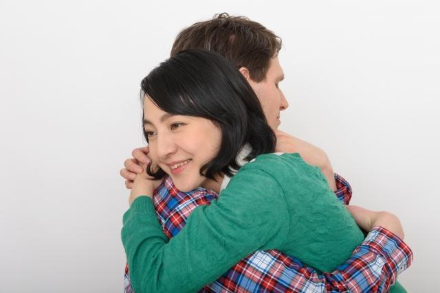 抱きしめる心理や付き合ってないのに抱きしめる意味は?ハグで得られる効果とは