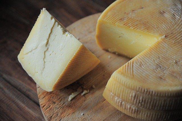 糖質制限中にチーズを食べたら太ってしまうの?