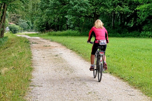 サイクリングの消費カロリーをジョギングや水泳と比較!ブーム到来のサイクリングとは