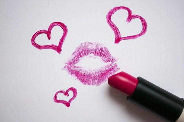 男性が思わずニヤつく、懐かしかわいいキス顔文字!