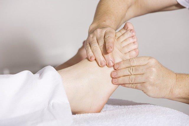 足の裏が熱いときはストレッチやマッサージが効果的-2