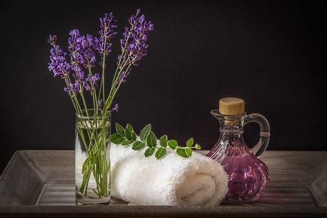 電子レンジで蒸しタオルを作るとき、アロマオイルは使っても大丈夫?