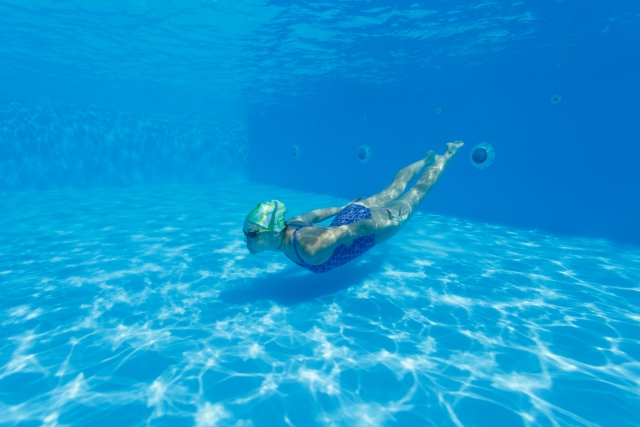 背泳ぎ?平泳ぎ?プールでの泳ぎ方が印象的な夢の夢占いでの意味は?