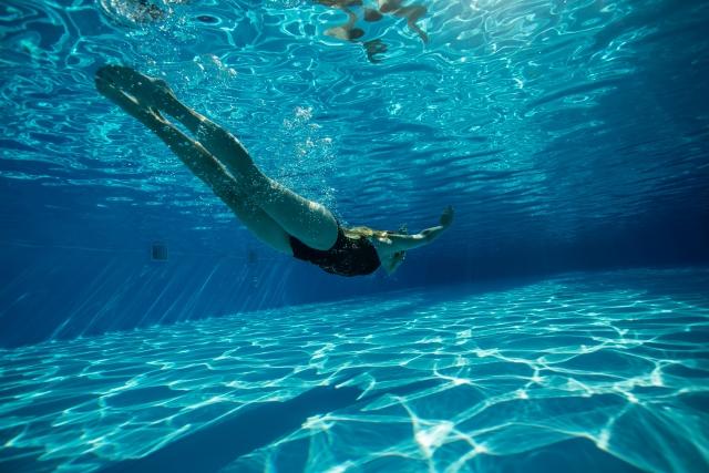プールで泳ぐ夢の夢占い!シチュエーション別に解説