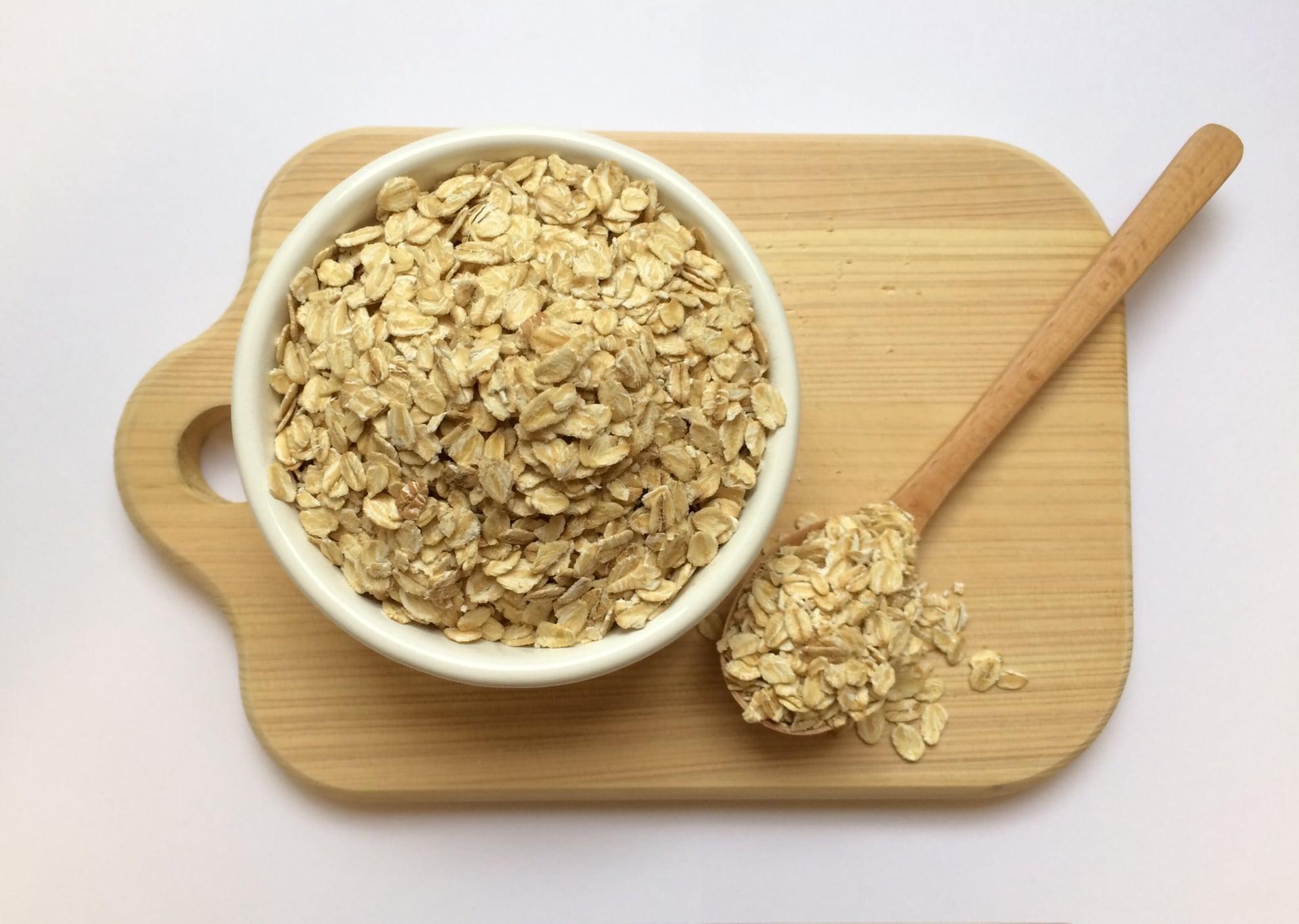 オートミールの栄養って?糖質も脂質も高いけど痩せる?!オートミールを食べ続けた結果…
