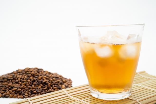 麦茶がカフェインを含まないのはなぜ?