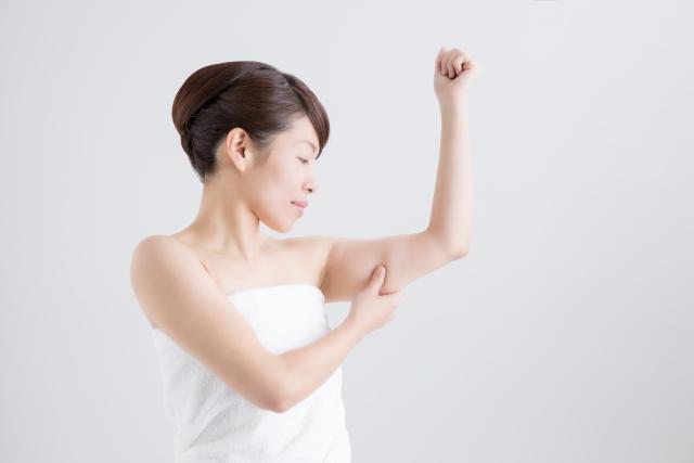 二の腕が太い…原因はどこにある?