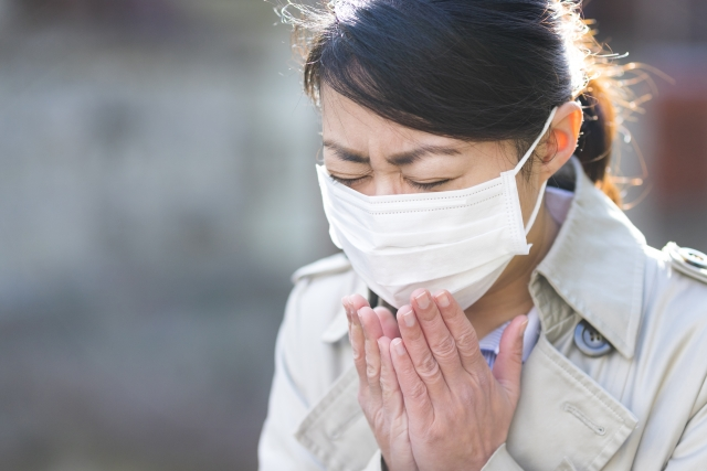 くしゃみの臭いの原因である臭い玉って?