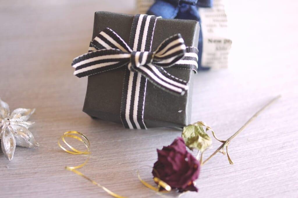 夫の誕生日、プレゼントはどうする?サプライズの方法や過ごし方