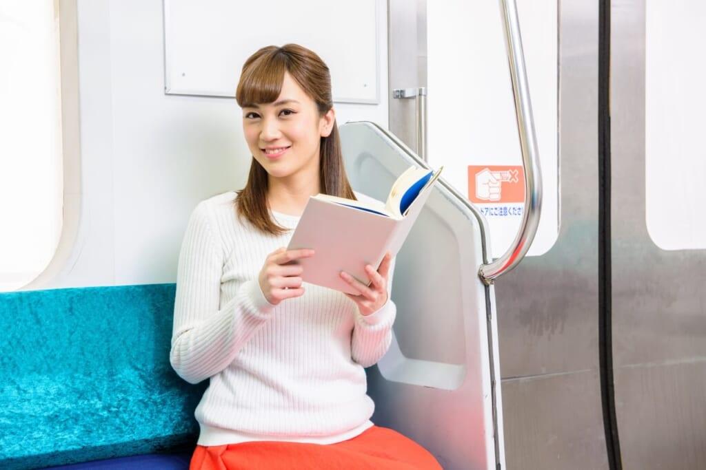 電車で座りながらできるダイエットの方法