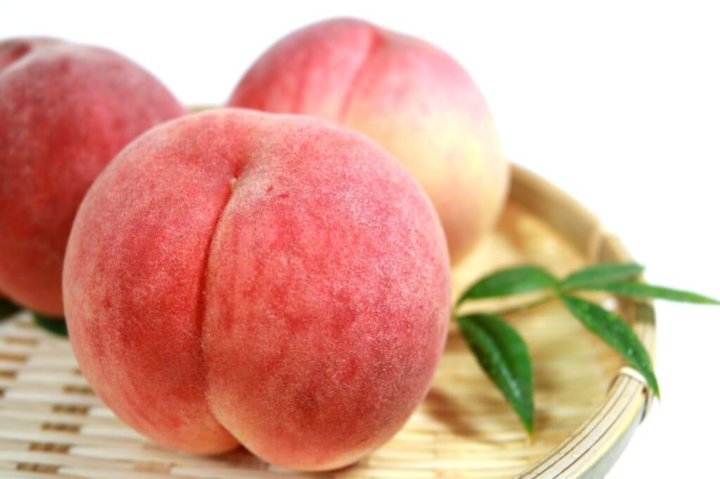 桃の栄養は丸ごと満点!皮から香りまで効果的な食べ方は?
