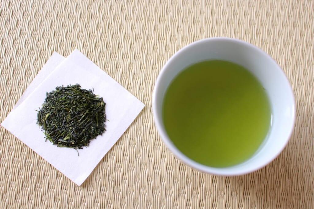 賞味期限切れのお茶はいつまで飲める?